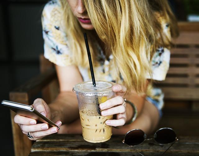 kelímek ledové kávy.jpg