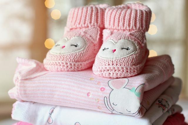 růžové pletené bačkůrky pro miminko