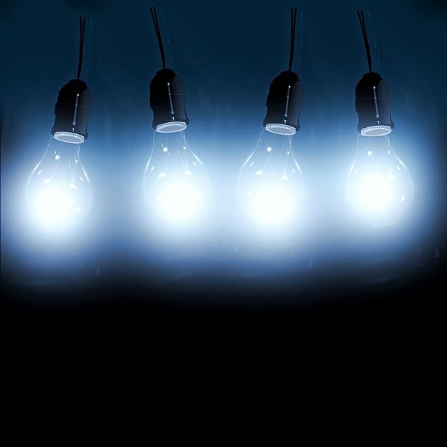 čtyři rozsvícená stropní světla.jpg