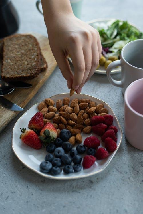 ořechy, ovoc
